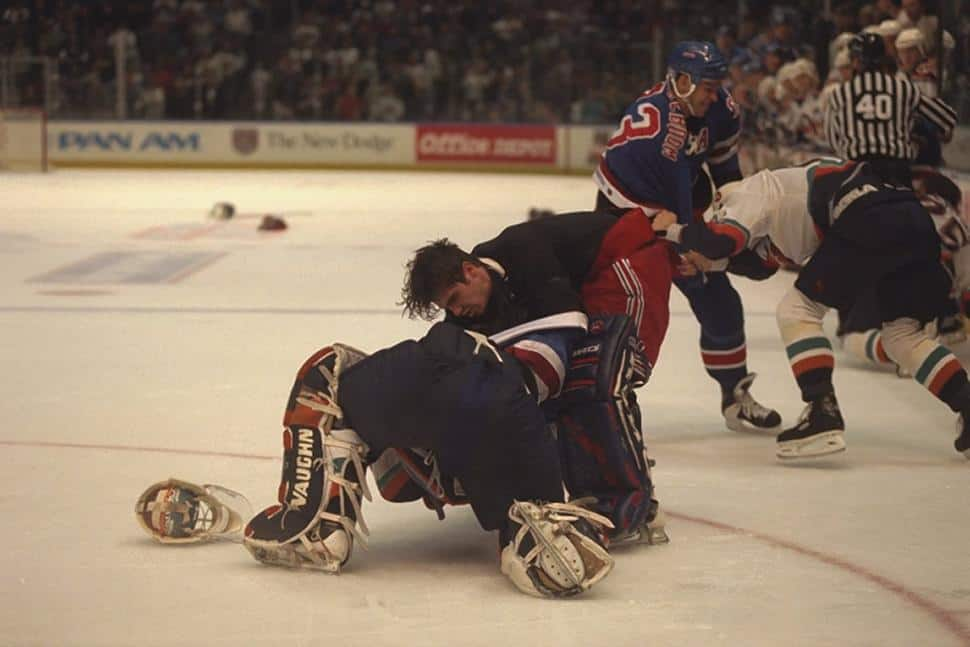 Cloutier fights Salo, kind of (Roca/NYDN 1998)