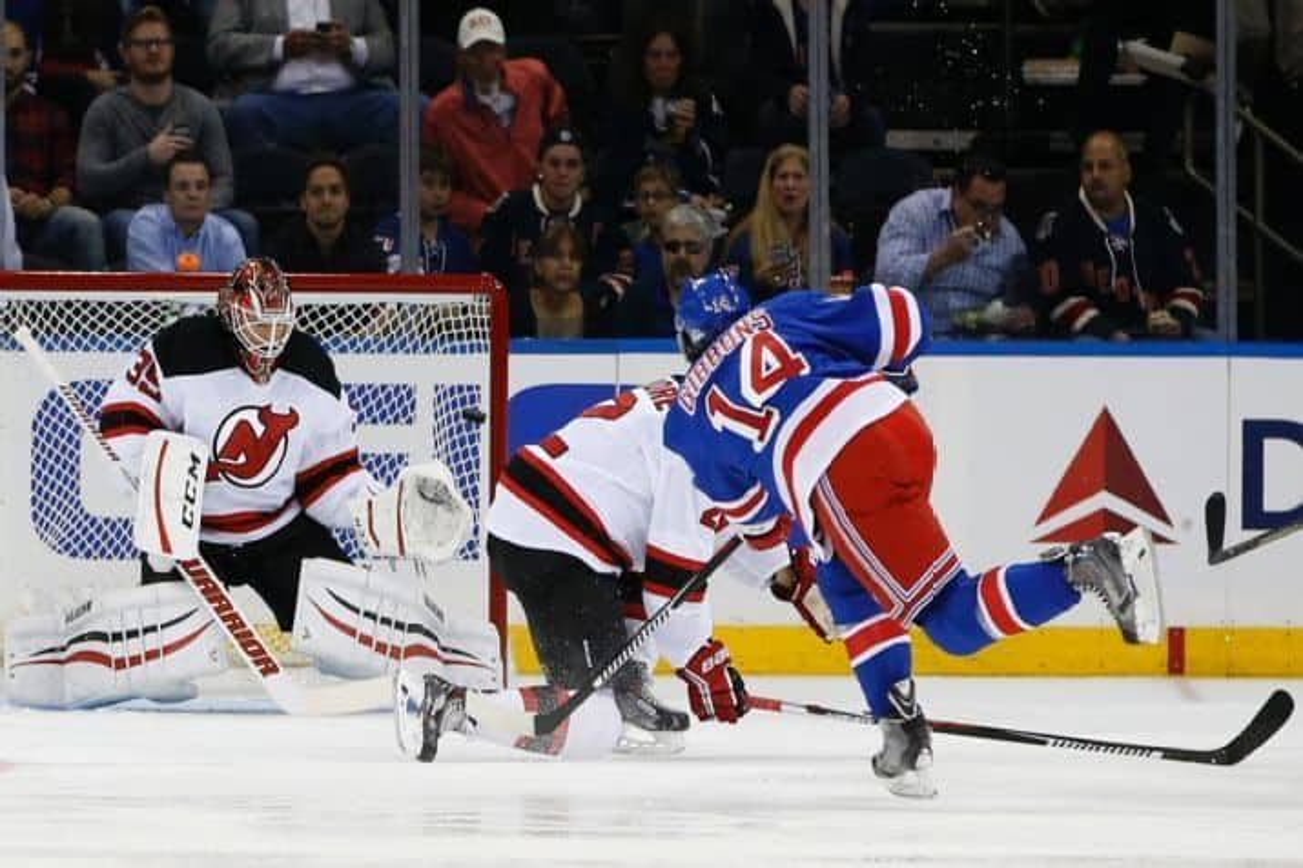 Gibbons scores in the preseason 9/21/15 (AP Photo/Kathy Willens)