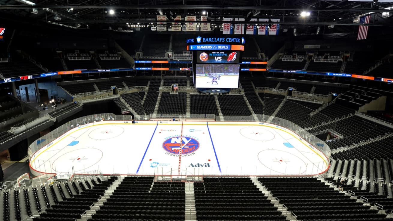 To the left, no seating behind the net and look at that scoreboard! (Barclays)