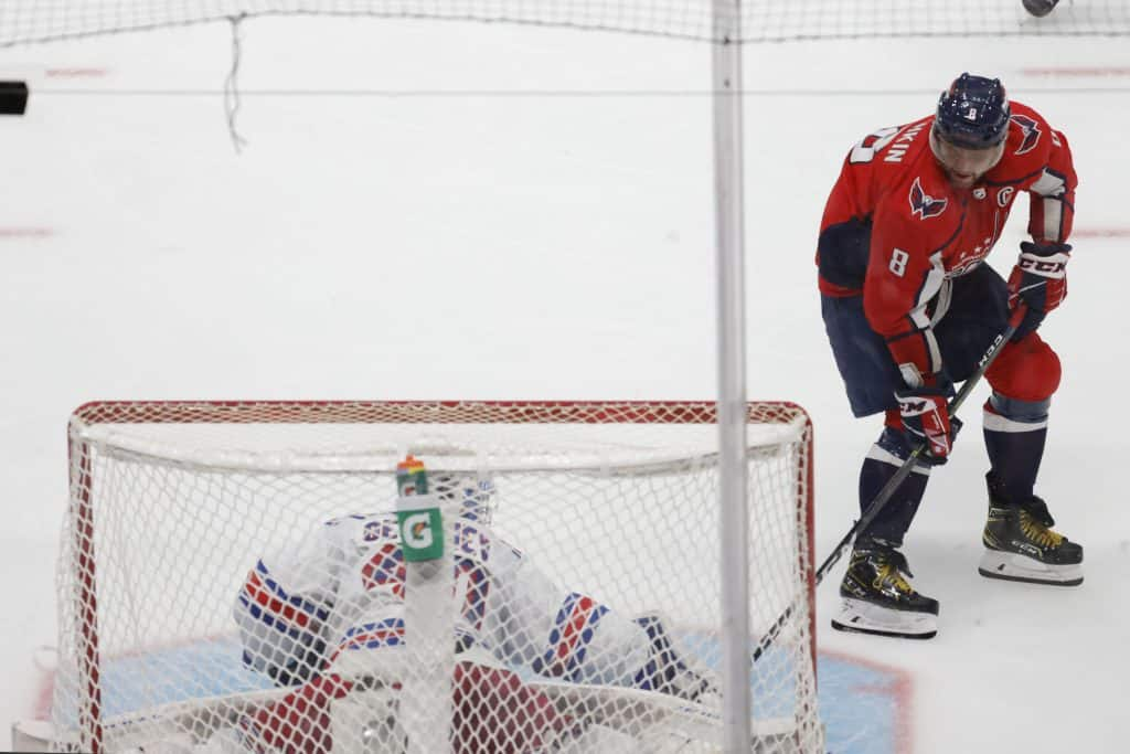 alex ovechkin goal chase